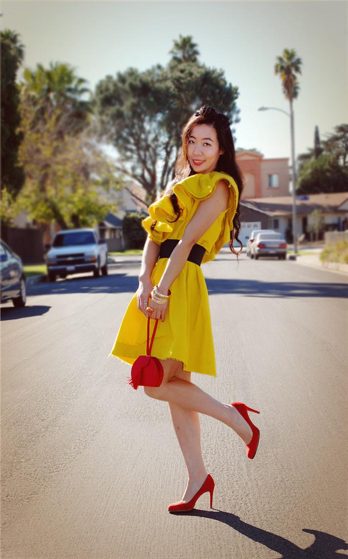 Желтое платье красные туфли