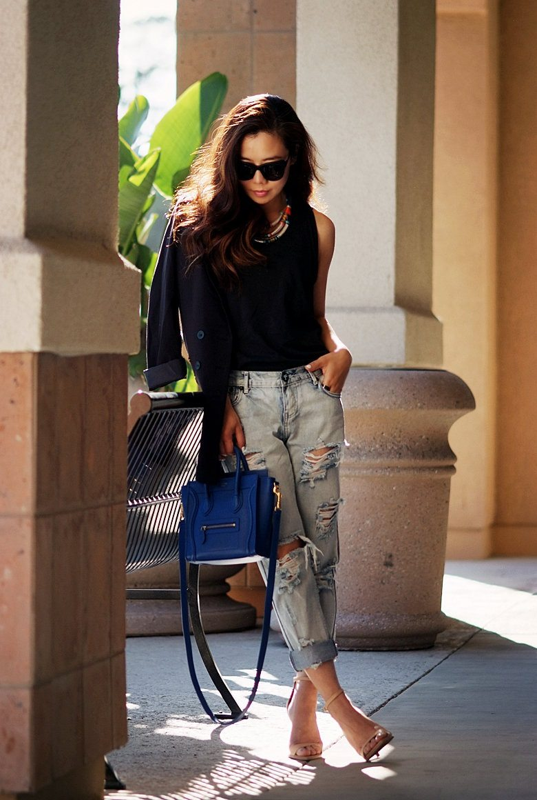 Simple Casual with Distressed Jeans_16
