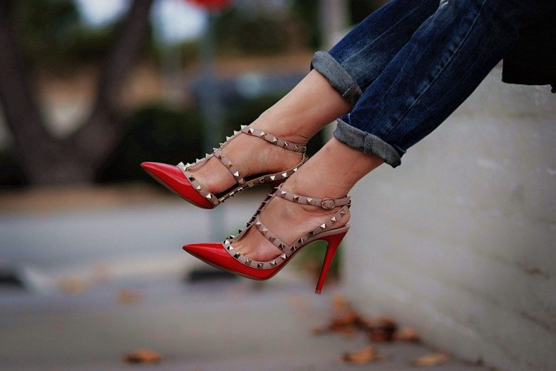 HallieDaily Casual Weekend Wear in Valentino Shoes_2