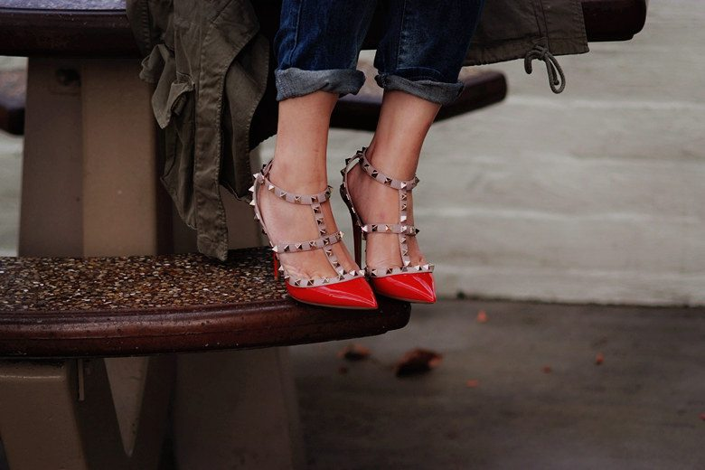 HallieDaily Casual Weekend Wear in Valentino Shoes_5